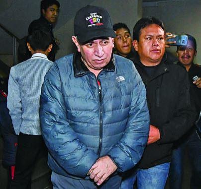 Tras 69 días, Costas sale de San Pedro y no debe acercarse al TSE