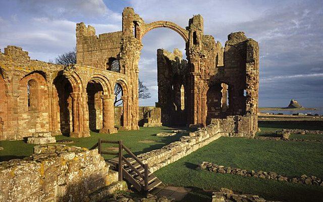 Atac Víking al monestir de Lindisfarne.
