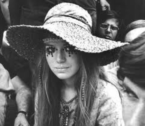 """""""Hippie"""" women"""