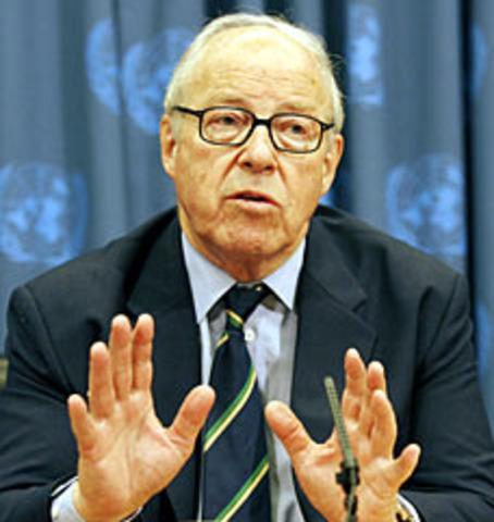 Former chief U.N. weapons inspector Hans Blix declares Iraq war illegal