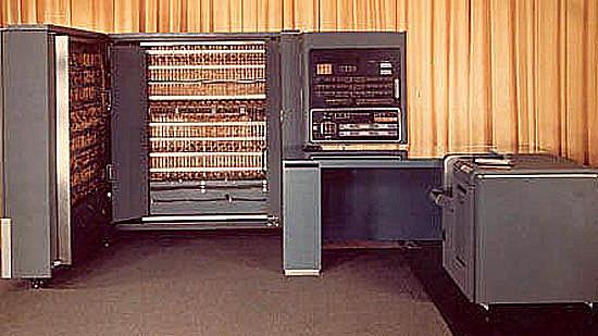 La IBM lanza su primera computadora digital