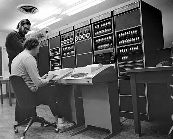La primera computadora transistorizada 1955