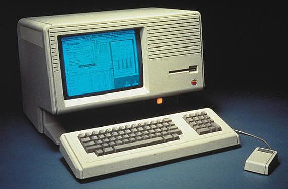 La primera computadora personal con interfaz gráfica es desarrollada por Apple 1983