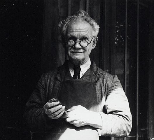 Invention du premier appareil de poche par Etienne Mollier