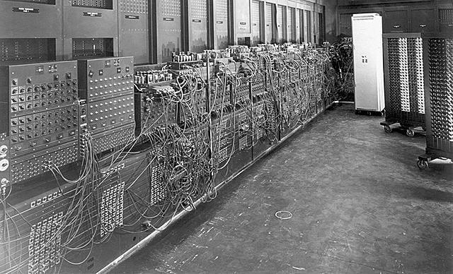 Первое поколение ЭВМ: ламповые компьютеры.
