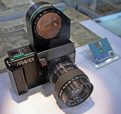 premier appareil photographique numérique commercialisé