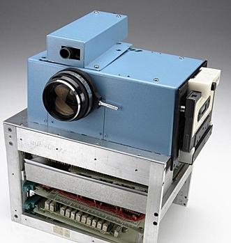 Kodak met au point un appareil photo électronique.