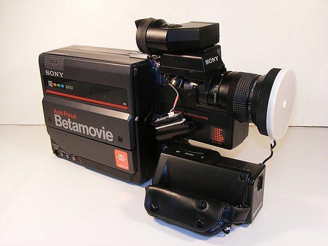 Premier camescope commercialisé par Sony sous le nom de Betamovie.
