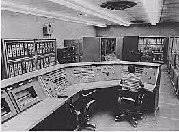 """Aparición de las primeras computadoras """"mainframe"""""""
