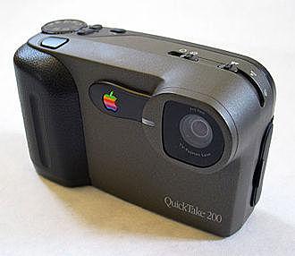 Apparaît chez Apple le premier appareil photo grand public couleur, le QuickTake