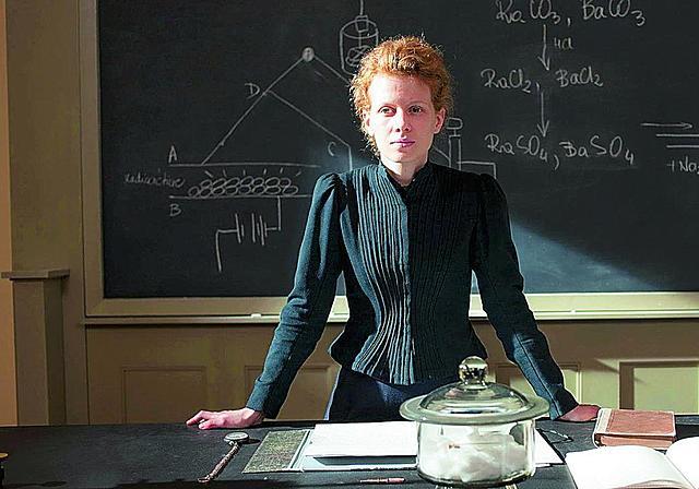 Nor izan zen Nobel saria irabazi zuen lehen emakumea?