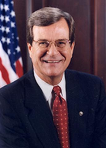 US Senator Trent Lott resigns as majority leader.