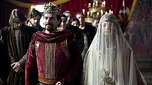 12- Se casa Isabel con Alfonso de Portugal