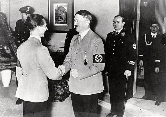 Krigens siste dager og Hitler tar sitt liv