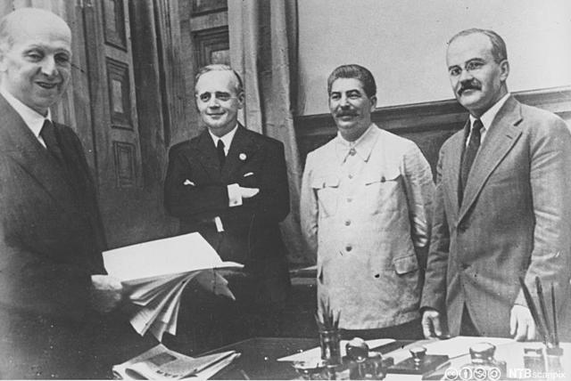 Ikke angrepspakten mellom Tyskland g Sovjet (Molotov-Riebentropp avtalen) blir brutt og Tyskland marsjerer vestover