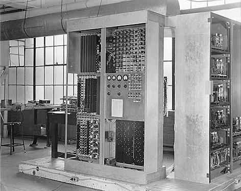 La computadora EDVAC (1,945 D.C)