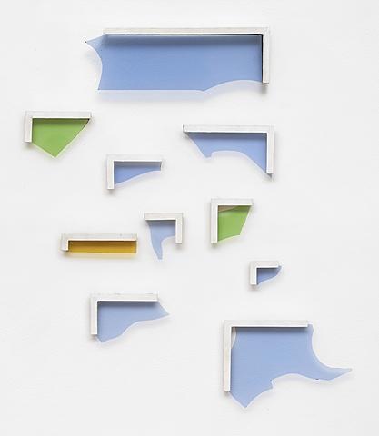 """Prof - Le cadre / Pierre Buraglio: """"Brisés"""" (Verres brisés enchâssées dans petits cadres de bois peints en blanc, 83 x 67cm, Galerie Ceysson & Bénétière, Saint-Etienne, groupe Support / Surface)"""