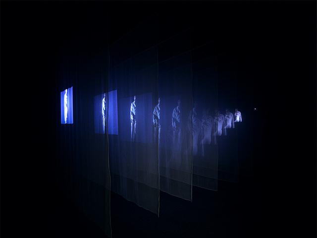 """Prof - La projection / Bill Viola: """"The veiling"""" (Installation vidéo sonore, 3,5 x 6,7 x 9,4 m, 46e Biennale de Venise, Italie, Art Video)"""