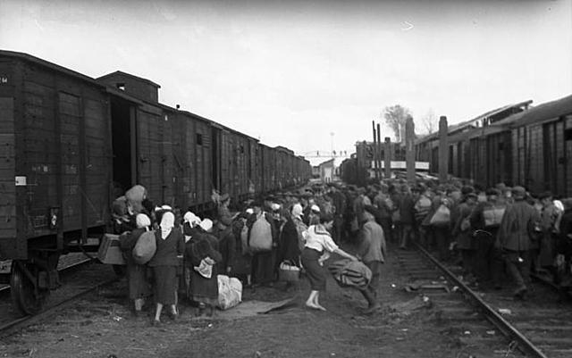 Первый эшелон эвакуированных прибыл 3 июля 1941