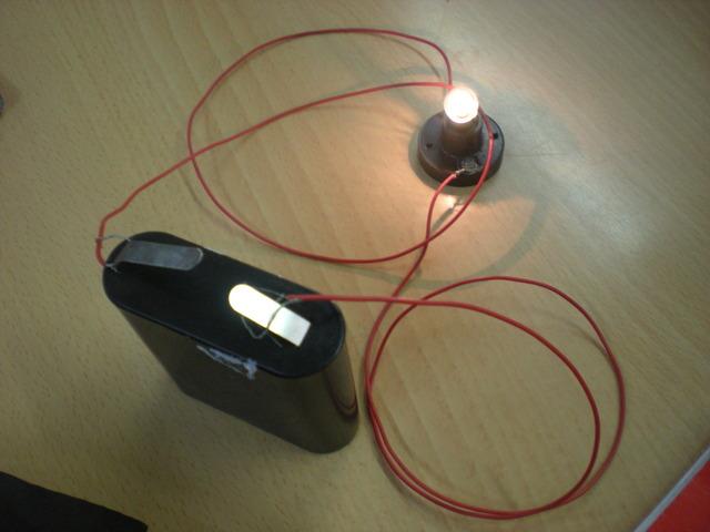 construim un circuit elèctric
