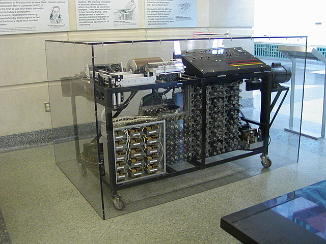 Se crea la Computadora Atanasoff-Berry