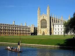 Darwin empieza la carrera de teología en Cambridge.