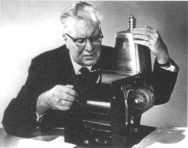 Chester Carlson receives patent for electric photography