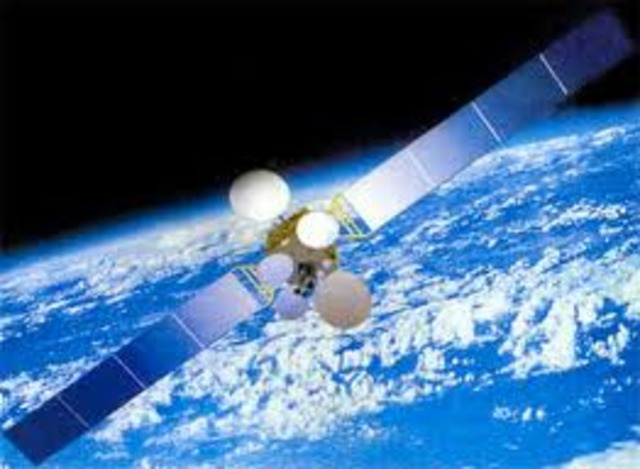 primer satélite de comunicaciones de uso comercial