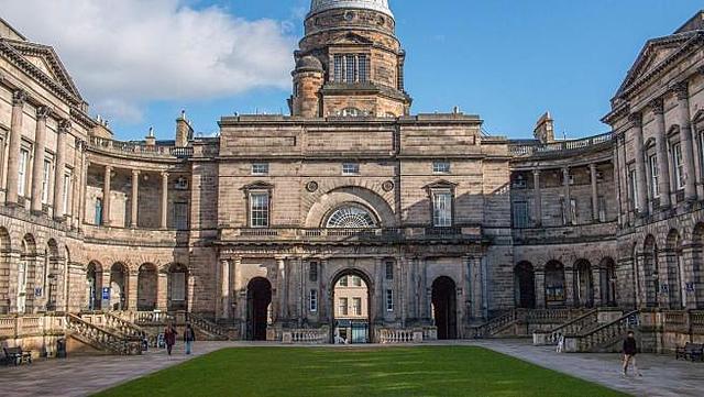 1825 ingresó a la Universidad de Edimburgo