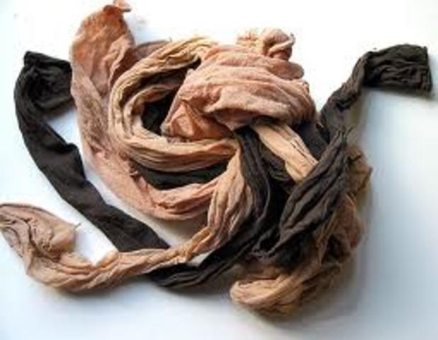 Se comienzan a vender las primera medias de nylon