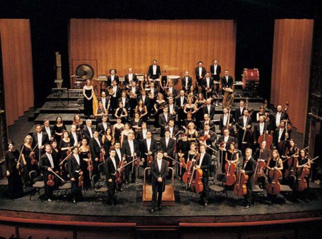 És part de l'orquestra del seu poble