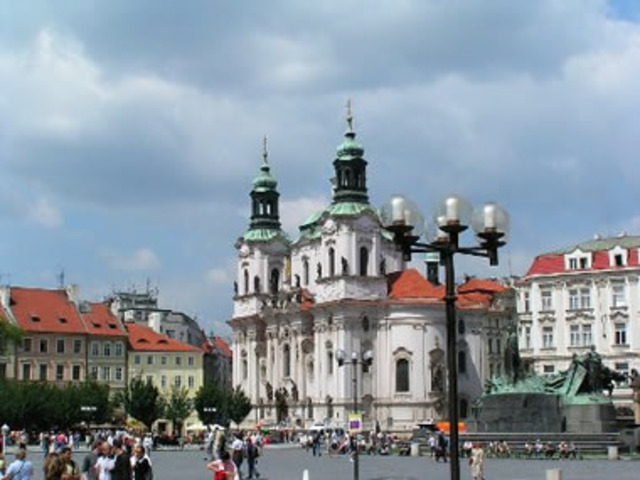 Retorna a Praga