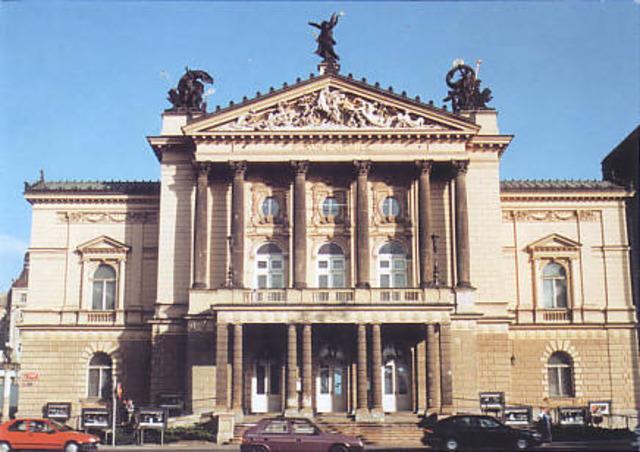 Passa  l'orquestra del Teatre Nacional de Praga
