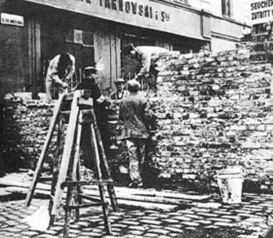 Warsaw Ghetto sealed off...