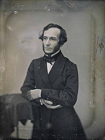 Juan Bautista Alberdi y su papel en la creación de constitución nacional de 1853