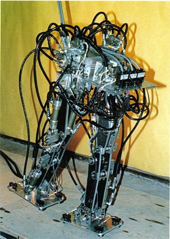 La primer maquina caminante controlada por computadora