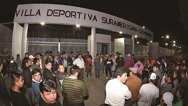Vecinos bloquean los centros de cuarentena para pacientes