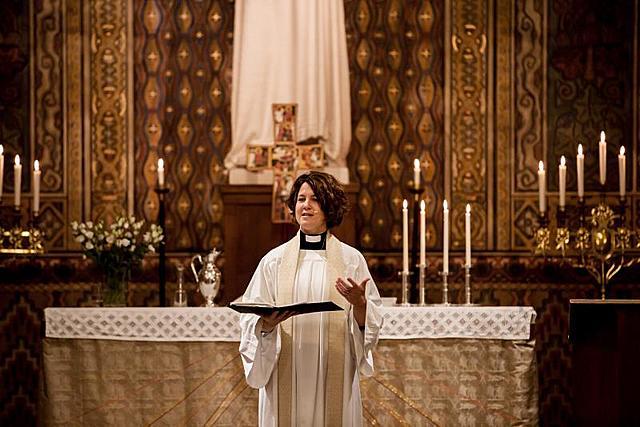 Kvinnor vigs till präster