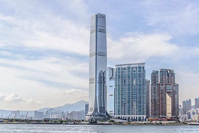 International Commerce Centre | 484 m | 108 korrust