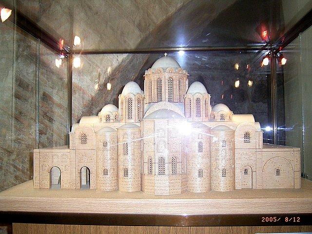 В лето 6545 (1037г. н.э.) Строительство Софии Киевской в  честь победы над печенегами. Ярослав Мудрый