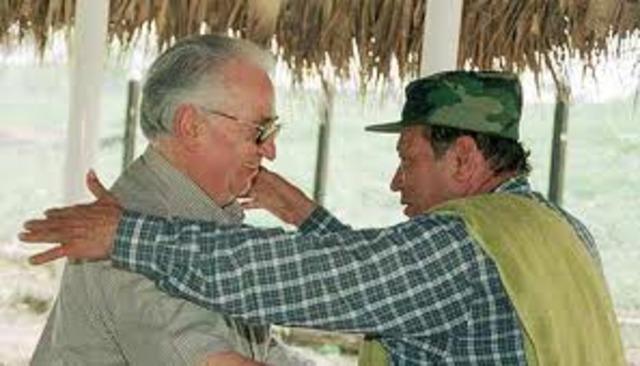 Belisario Betancur inicia gestiones de paz