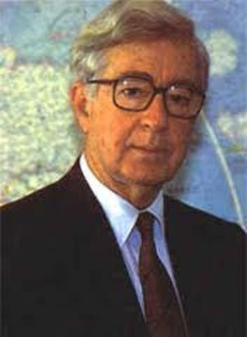 liberal Virgilio Barco es elegido Presidente de la República, con cuatro millones de votos.