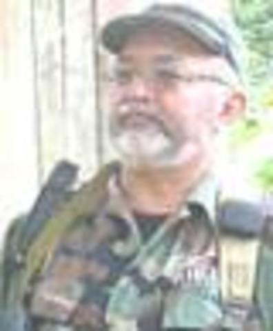 """1 de marzo: El ejército ataca un campamento de las FARC que estaba en suelo ecuatoriano y da de baja Raúl Reyes, uno de sus máximos dirigentes. Comienza """"Crisis Andina"""".26 de marzo: Muere de un paro cardiaco en las selvas el máximo dirigente de las FA"""
