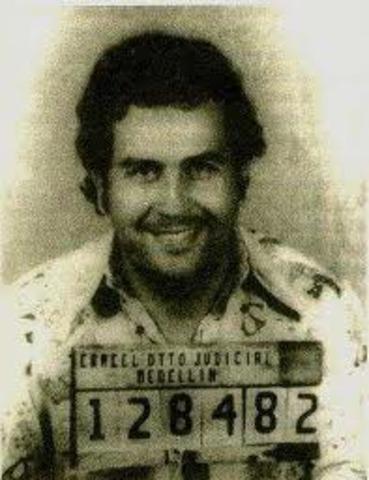 Pablo Escobar es abatido en Medellín.
