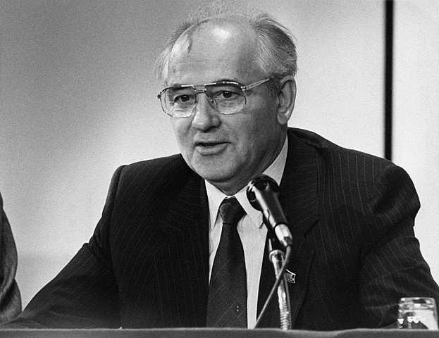 Gorbatschow widerruft Breschnews Politik