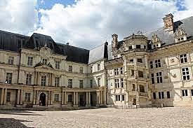 Paz de Blois, por la que Francia reconoce el dominio de España en Nápoles.