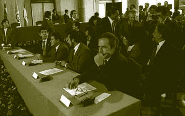 FMLN anuncia oficialmente la suspensión de sus acciones guerrilleras