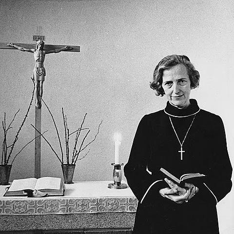 Den första kvinnan vigs till präst i Sverige