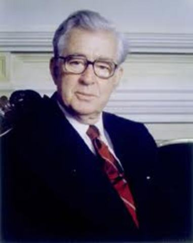 El liberal Virgilio Barco es elegido Presidente de la República,
