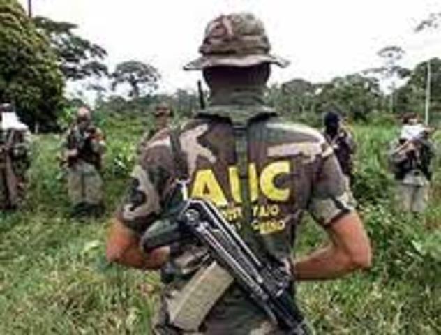 Se crean las Autodefensas Unidas de Colombia,